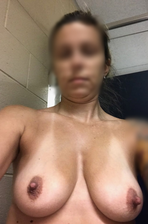 Sandrine, femme mure gros seins Guingamp