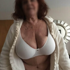 Femme très gros seins Concarneau